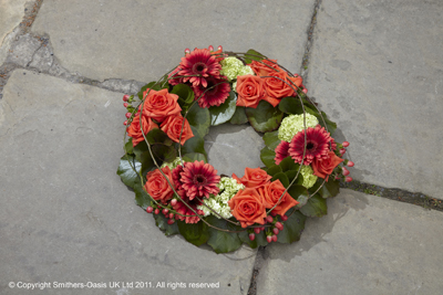 Wreath grouped loose
